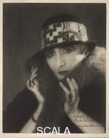 Man Ray (Radnitzky, Emmanuel 1890-1976) Marcel Duchamp come Rrose Selavy, 1920-21 ca.