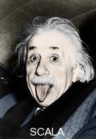 ******** Albert Einstein tire la langue aux photographes qui lui demandent de sourire a l'occasion de son 72eme anniversaire, le 14 mars 1951.