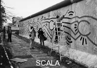 ******** Keith Haring painting graffiti on the Berlin Wall, 1986