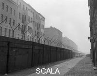 ******** The Berlin Wall in the quarter Kreuzberg, November 1961