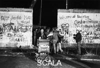 ******** Demolition of the Berlin Wall the night before the opening of the Brandenburger Gate (21/22.12.1989)