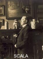 ******** Wilhelm Bode in his home; in the background the painting 'Free Time at Amsterdam Orphanage' by Max Liebermann, and his collection of faiences, 1884