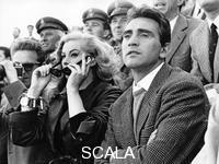 ******** Anita Ekberg e Walter Chiari allo stadio Olimpico per il derby Roma - Lazio