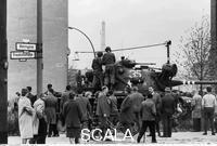 ******** Konfrontation zwischen amerikanischen und sowjetischen Panzern am Checkpoint Charlie