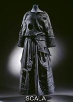 Kawakubo, Rei (1942-) Maglione in pizzo lavorato ai ferri su top in jersey e gonna in jersey di cotone. Tokyo, Giappone, 1983 per Comme des Garcons