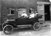 ******** Model T Ford, c1913.